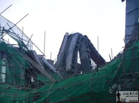 Под рухнувшим зданием погибло шесть человек. Провинция Гуандун. Ноябрь 2011 год. Фото с epochtimes.com