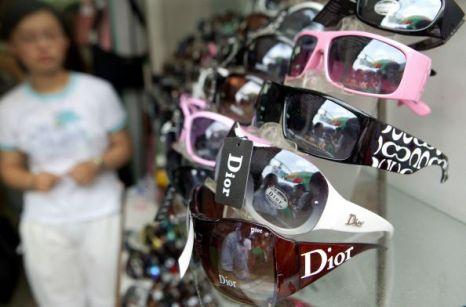 Две трети всех подделок в мире производится в Китае. Фото с epochtimes.com