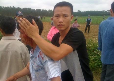 Протесты против отъёма властями земли. Деревня Улянцзян. Апрель 2013 год. Фото с molihua.org