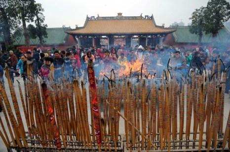Храм Конфуция в городе Наньнин. В первый день китайского Нового года китайцы отправились в храмы попросить у богов счастья и благополучия. Февраль 2013 года. Фото с epochtimes.com