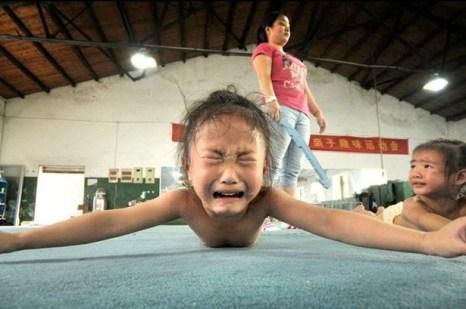 Так в Китае выковывают будущих чемпионов, приносящих славу правящему режиму. Фото с epochtimes.com