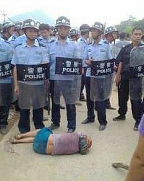 Протесты крестьян в Китае. Район Гуанси. Май 2013 года. Фото с molihua.org