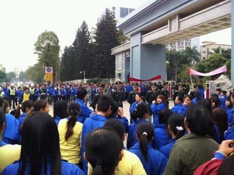 Рабочие, которых избили охранники. Город Шаньтоу провинции Гуандун. Ноябрь 2012 года. Фото с epochtimes.com