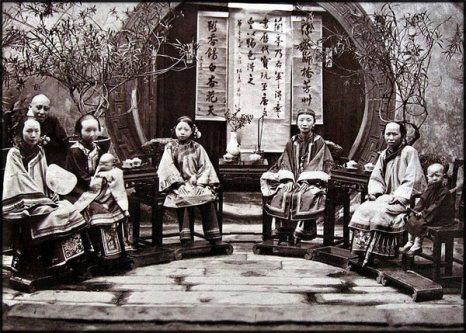 Семейная фотография. 1875 год. Фото с kanzhongguo.com