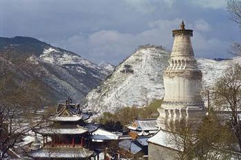 Монастырь в г. Тайхуай, расположенном в сердце священных гор Утай-Шань.  Фото:  secredsites.com