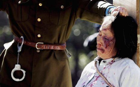Сцены бесчеловечных пыток, которым подвергаются последователи Фалуньгун в Китае, показывают их друзья в Сиднее с целью остановить жестокое преследование со стороны компартии Китая 20 июля 2005 года. Фото: Ian Waldie/Getty Images