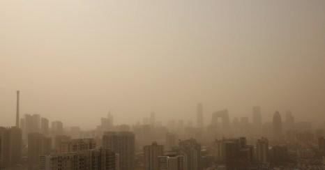 Страдающий от загрязнения воздуха Пекин накрыла песчаная буря 28 февраля 2013 г. Фото: ChinaFotoPress via Getty Images