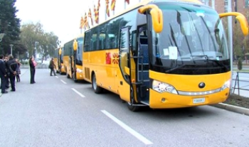 Китай ради международного имиджа подарил Македонии 23 школьных автобуса. Фото с epochtimes.com
