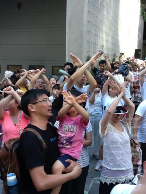 В Гонконге жители выступили против «промывания мозгов» детям в школах. Фото: У Сюэни/Великая Эпоха (The Epoch Times)