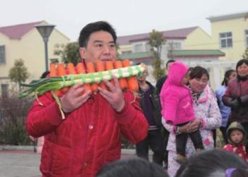 Китайский виртуоз играет на музыкальных инструментах из овощей. Фото с epochtimes.com