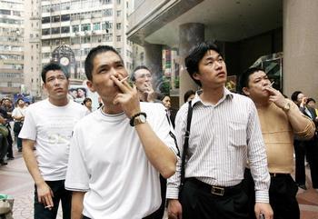 В Китае проживает более 300 миллионов курильщиков. Фото: Getty Images
