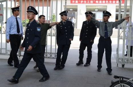 Чтобы избежать тюрьмы, китайские коррупционеры часто покупают разрешение на лечение в обычных больницах. Фото: MARK RALSTON/AFP/GettyImages