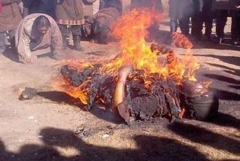 Тибетцы совершают акты самосожжения в знак протеста репрессивной политики Пекина против представителей их национальности. Фото с epochtimes.com