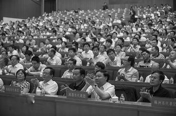 Депутатов в Китае выбирают с помощью подкупа и взяток. Фото с epochtimes.com
