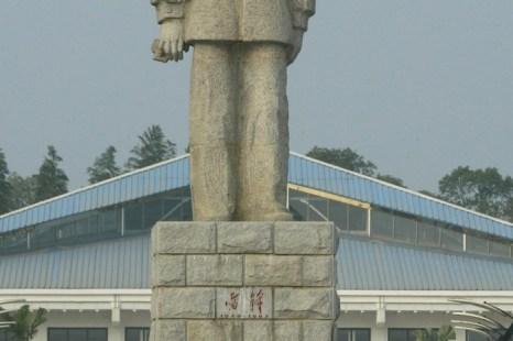 Статуя Лэй Фэна, одного из «героев» правящей коммунистической партии Китая, 28 октября 2004 года. Фото: Frederic J. Brown/AFP/Getty Images
