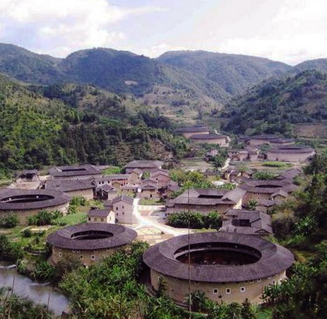 Глиняные жилища ханьцев в уезде Юндин более разнообразны, чем в других местах. Фото: Xiao Yue