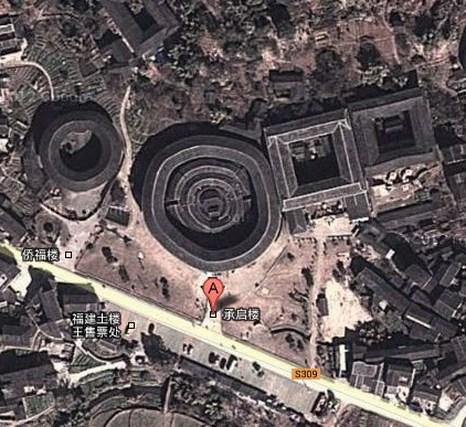 Во время президентства Рейгана в США американские чиновники думали, что их спутники-шпионы выявили сотни ракетных шахт на территории Китая, представляющих угрозу. Поэтому они отправили учёных исследовать провинцию Фуцзянь. Через два месяца после прибытия в Китай и проживания среди местных жителей они поняли, что эти здания были просто жилищами ханьцев, после чего успокоились. Фото: Xiao Yue