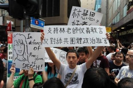 Более 3000 человек поддержали г-жу Лам на улице Сай Енг Чой 4 августа 2013 года. Фото: Epoch Times