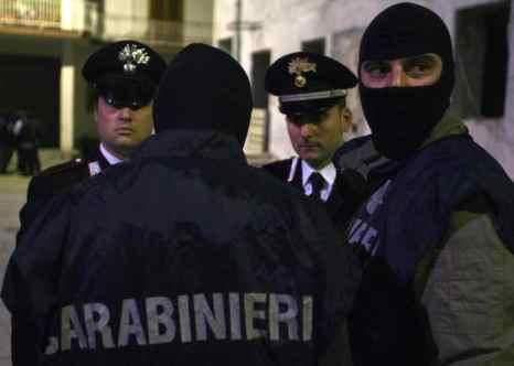 По сообщению пресс-секретаря полиции, в пятницу, 12 июля, в пяти провинциях Италии было арестовано в общей сложности 38 человек — членов мафиозных групп. Фото: MARIO LAPORTA/AFP/Getty Images