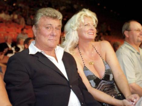 Тони Кертис (Tony Curtis) с подругой. Фото: Sandra Behne/Getty Images