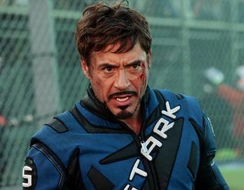 Роберт Дауни юниор в роли Тони Старка в фильме «Железный человек 2». Фото с сайта elloboiberico.wordpress.com