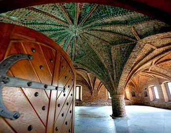 Новгород. Грановитая палата. Фото с сайта rutraveller.ru