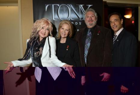 Синди Лаупер, Дэрил Рот, Харви Фирштейн, и Хэл Луфтиг на пресс-приёме в Нью-Йорке. Фото: Mike Coppola/Getty Images for Tony Awards Productions