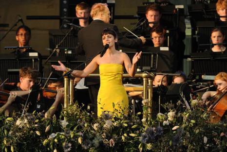 Кэти Мелуа выступила на концерте в первый день Коронационного фестиваля в саду Букингемского дворца (Лондон) 11 июля 2013 года. Фото: Stuart C. Wilson/Getty Images