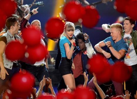 Тейлор Свифт на церемонии Billboard Music Awards 2013 в Лас-Вегасе 19 мая 2013 года. Фото: Ethan Miller/Getty Images