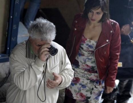 «Кожа, в которой я живу». Режиссер Педро Альмадовар и актриса Елена Анайя во время съемок фильма «Кожа, в которой я живу» в Испании. Фото: MIGUEL RIOPA/AFP/Getty Images