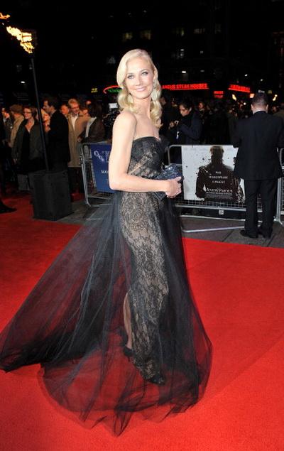 «Аноним». Актриса Джоэли Ричардсон (королева Елизавета в молодости) на премьере фильма «Аноним» в Лондоне, Англия. Фото: Samir Hussein/Getty Images For The BFI
