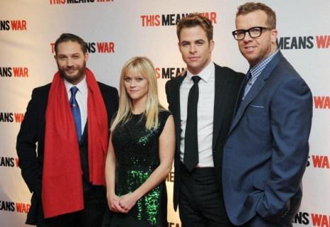 «Значит, война». Том Харди, Риз Уизерспун, Крис Пайн и режиссер МакДжи на премьере фильма «Значит, война» в Лондоне, Англия. Фото: Stuart Wilson/Getty Images