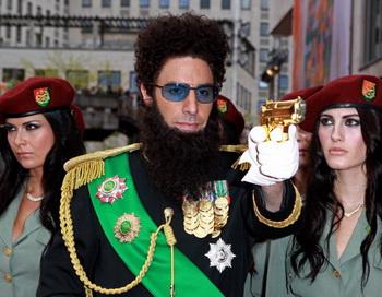 «Диктатор». Саша Барон Коэн на премьере фильма «Диктатор» в Лондоне, Англия. Фото: Fred Duval/Getty Images