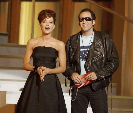 Кейт Бекинсейл и Николас Кейдж на вручении призов MTV. 2002 год. Фото: Kevin Winter/ImageDirect
