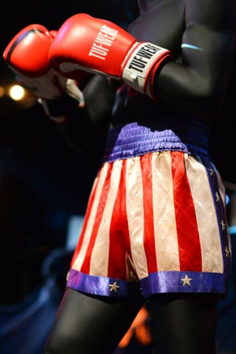 Шорты героя Сильвестра Сталлоне из кинофильма «Рокки». Фото: BEN STANSALL/AFP/Getty Images