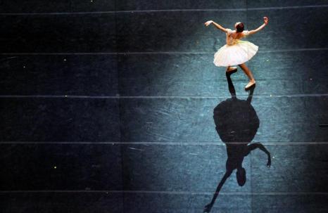 Балерина на новой сцене Мариинского театра. Фото: OLGA MALTSEVA/AFP/Getty Images