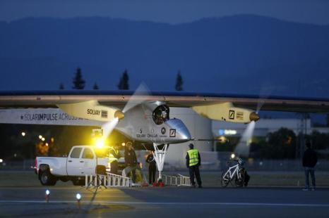 Солнечный самолёт отправился в полёт через США. Фото: Beck Diefenbach/Getty Images