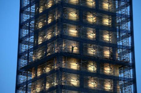 Знаменитый монумент Вашингтону, который находится на ремонте с 2011 года,  засветился на церемонии 8 июля 2013 года. Фото: Mark Wilson/Getty Images