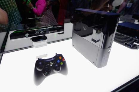 Am Xbox и контроллер дисплея на тенде Microsoft Xbox на выставке E3 11 июля 2013 года. Фото: Kevork Djansezian/Getty Images