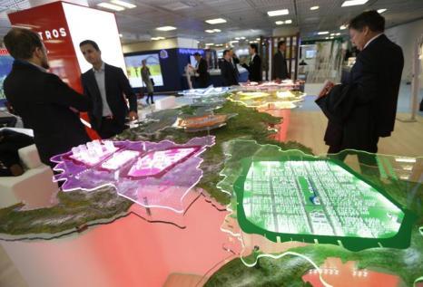 Модель проекта «Kortros» на инвестиционной выставке MIPIM-2013. Фото:  VALERY HACHE/AFP/Getty Images 11.Модель от Стамбула на инвестиционной выс