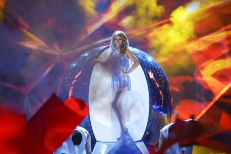 Алёна Ланская из Белоруссии выступает в первом полуфинале Евровидения-2013 в Мальмё. Фото: Janerik Henriksson / SCANPIX/AFP/Getty Images