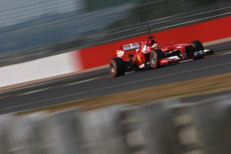 Итальянский пилот Дэвид Ригон за рулём болида Scuderia Ferrari на молодёжных тестах Формулы-1 в Сильверстоуне 17 июля 2013 года. Фото: Mark Thompson/Getty Images