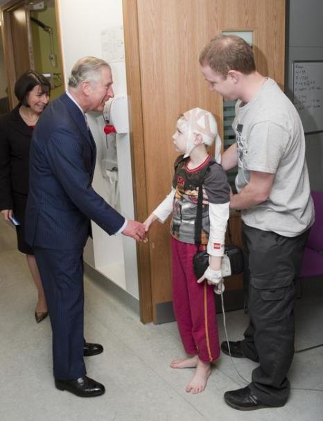 Принц Чарльз встретился с детьми больницы Лондона. Фото: David Parker - WPA Pool/Getty Images