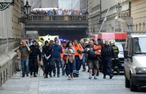 От взрыва в центре Праги пострадало до 55 человек. Фото: MICHAL CIZEK/AFP/Getty Images