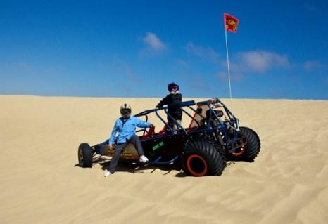 Багги, Писмо Бич. Существует несколько способов гонять на багги по дюнам в Писмо Бич, Калифорния, единственном пригодном для гонок пляже в штате. Фото: Paul Ross