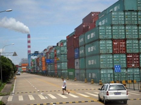 Склад контейнеров в порту Нинбо, Китай, 21 июня 2012 года. Фото: Peter Parks/AFP/Getty Images
