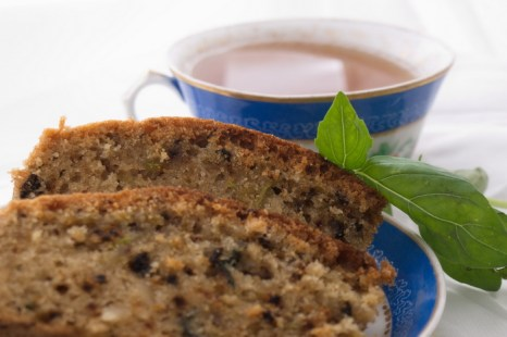 Кекс и напиток с базиликом. Фото: Хава Тор/Великая Эпоха (The Epoch Times)