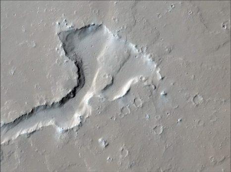 Марс. Застывшие потоки лавы на горе Олимп. Фото: NASA/JPL/University of Arizona