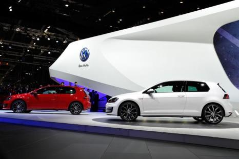 Два VW Golf, европейский автомобиль 2013 года. Фото: Harold Cunningham/Getty Images