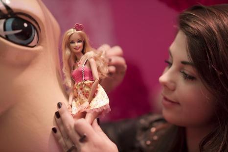 Лучшие куклы Барби представлены в «Доме мечты» в Берлине. Фото: Timur Emek/Getty Images